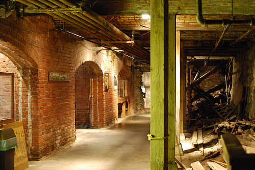 http://vacationthrills.com/wp-content/uploads/2011/03/seattle-underground.jpg