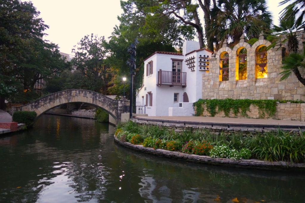 hotels on the san antonio riverwalk